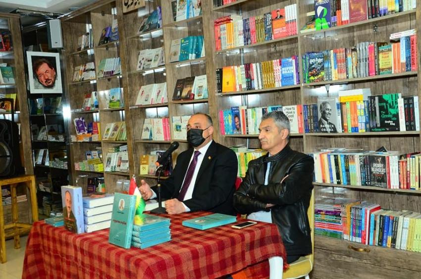 بحضور هواة الكتب ... مراسيم حفل توقيع كتابين جديدين لـلكاتب غفور مخموري