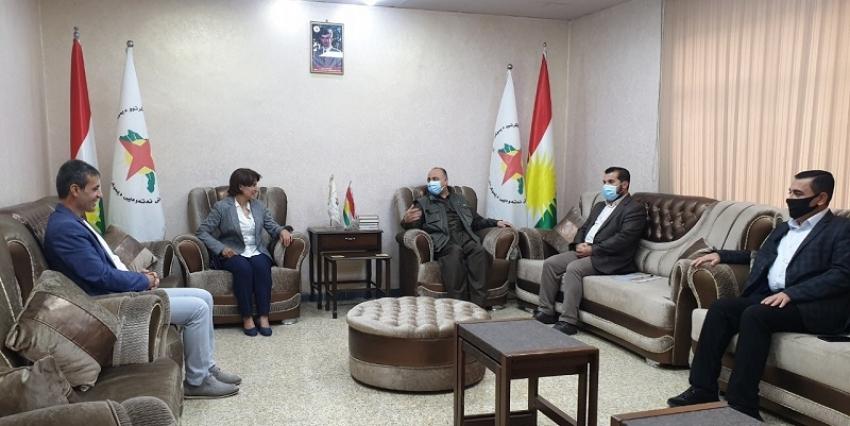 سكرتێری گشتیی YNDK پێشوازی لە شاندى پارتى دیموکراتى گەلان HDP دەكات