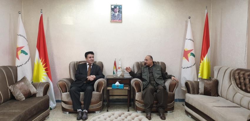 سكرتێری گشتیی YNDK پێشوازی لە سەرۆکى پارتی سەربەستیى كوردستان دەكات.